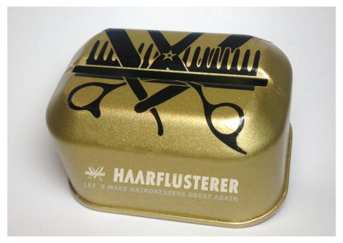 """Der Haarflüsterer® verleiht die Goldene Rasierklingenbox 2018 Gemeinsam mit vielen Partnern aus unserem Netzwerk haben wir beschlossen den Nachhaltigkeits- und Innovations-Preis für Babershops """"die Goldene Rasierklingenbox 2018"""" auszurufen."""