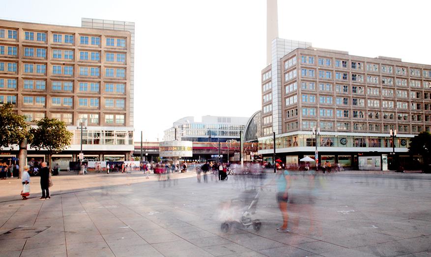 Treffpunkt-Weltzeituhr-Alexanderplatz-Photo-Eric-Reppe