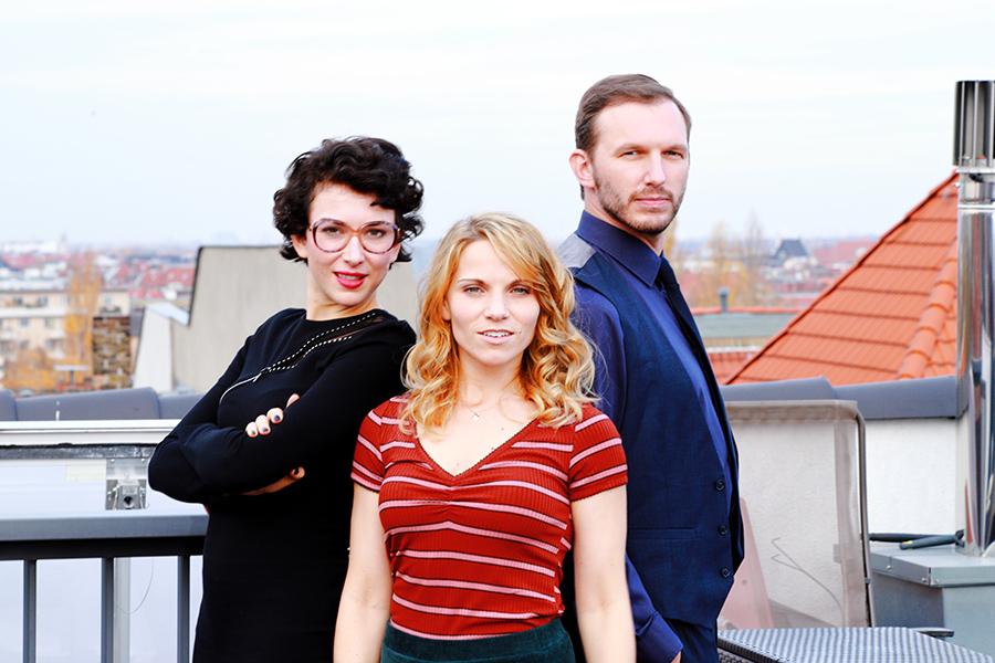 Einfach-Maria-auf-dem-Dach-von-Berlin-Photo-Eric-Reppe